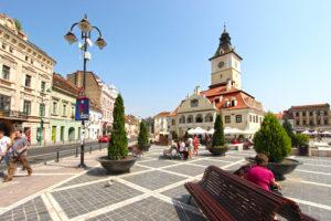 Romania-Brasov-Piata-Sfatului-in-heart-of-Old-Town-L